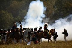 Opar i ogień na batalistycznym polu Borodino reenactment batalistyczna dziejowa scena obrazy stock