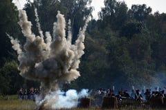 Opar i ogień na batalistycznym polu Borodino reenactment batalistyczna dziejowa scena zdjęcie royalty free