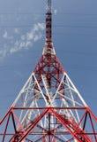 Oparcie linia energetyczna na nieba tle zdjęcia stock