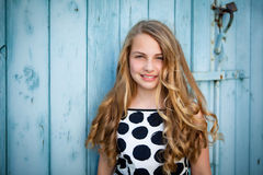 oparta dziewczyny ściana Zdjęcie Stock