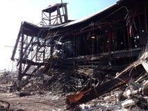 Oparta struktura, stronniczo wyburzająca przy azbestowym i rozbiórkowym gruzu cleanup miejscem Obraz Royalty Free