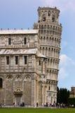 Oparty wierza Pisa i katedra - Pisa, Włochy Obraz Royalty Free