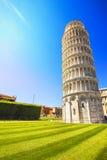 Oparty wierza Pisa lub Torre pendente di Pisa, cudu kwadrat Zdjęcia Royalty Free