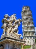 Oparty wierza Pisa w polu cudy - Pisa, Włochy Obraz Royalty Free