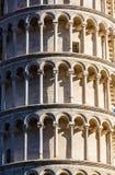 Oparty wierza w Pisa Włochy obrazy royalty free