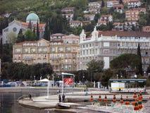 Opatija centrum med den Slatina stranden i Kroatien Royaltyfri Fotografi