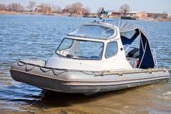 Opblaasbare boot met een cabine Royalty-vrije Stock Fotografie