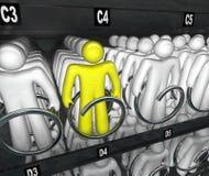 Opción de la máquina expendedora del bocado de las opciones de la gente Imágenes de archivo libres de regalías