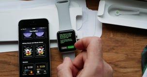 Opción de la reserva del poder del ajuste en el reloj de Apple almacen de video