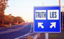 Opciones de la verdad o de las mentiras, decisión, opción imagen de archivo libre de regalías