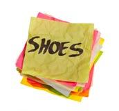 Opciones de la vida - tomando decisiones de gasto - zapatos Fotos de archivo
