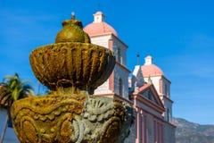 Opdracht Santa Barbara Bell Tower royalty-vrije stock afbeeldingen