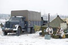 Opel Blitz ist ein deutscher LKW in einem Militärlager Fragment des Militär-historischen Rekonstruktion ` Januar-Donner ` Stockbild
