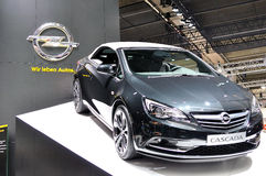 Opel Cascada sur IAA 2013 Photos libres de droits