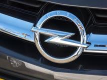 Opel klassiskt bilsymbol arkivbilder