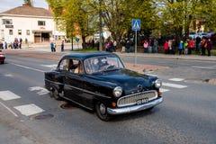 Opel Olympia Rekord auf erstem von Mai-Parade in Sastamala stockbild
