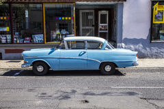 Opel Rekord velho estaciona em uma rua em Schotten foto de stock