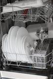 Open afwasmachine met schoon glas Stock Foto's