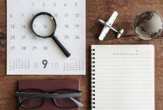 Open agenda en kalender met paspoort Royalty-vrije Stock Afbeeldingen