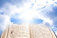 Open bijbel stock foto's