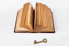 Open Bijbel met sleutel Royalty-vrije Stock Foto's