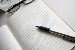 Open blank notebook with pen Royalty Free Stock Photography