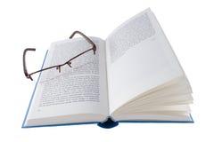 Open blauw boek met glazen Stock Foto