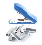 Open blauwe nietmachine met nietjes Royalty-vrije Stock Afbeelding