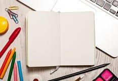 Open blocnote met blanco pagina'smodel Royalty-vrije Stock Afbeeldingen
