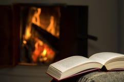 Open boek door open haard. royalty-vrije stock foto's