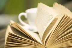 Open boek met coffe Stock Fotografie