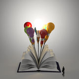 Open boek met 3d potlood lightbulb Stock Foto