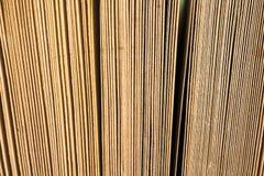 Open boek, boek met harde kaft bookson heldere kleurrijke achtergrond Royalty-vrije Stock Foto's