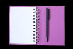 Open boek met pen Royalty-vrije Stock Afbeelding