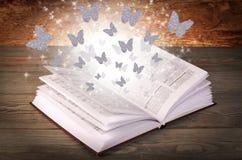 Open boek met vlinders  Royalty-vrije Stock Foto's