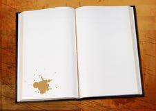Open boek op grunge Royalty-vrije Stock Fotografie