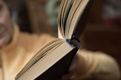 Open book in the hands of women Royalty Free Stock Images