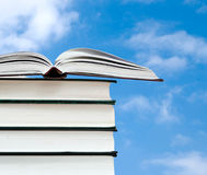 Open book and pile of books Royalty Free Stock Images
