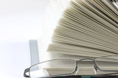 Open book with Spectacles Royalty Free Stock Photography
