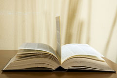Open book on table Royalty Free Stock Photos