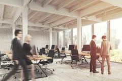 Open bureau met pijlers, mensen Royalty-vrije Stock Foto's