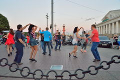 Open dance class on the spit of Vasilievsky island in the evenin Stock Photography