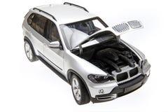 Open de bonnet van BMW X5 Stock Afbeeldingen