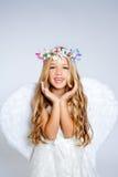 Open de kinderen het meisje van de engel overhandigt gebaar stock afbeelding