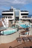 Open dekpool op een cruiseschip Stock Foto