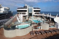 Open dekpool op een cruiseschip Royalty-vrije Stock Afbeelding