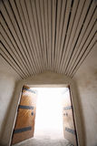 Open deuropening met licht Stock Afbeeldingen