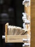 Open doos in het archief op een donkere achtergrond royalty-vrije stock fotografie