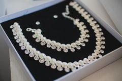 Open gift box with pearl set of necklace and Royalty Free Stock Images