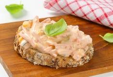 Open ha affrontato il panino dell'insalata del prosciutto Fotografie Stock Libere da Diritti